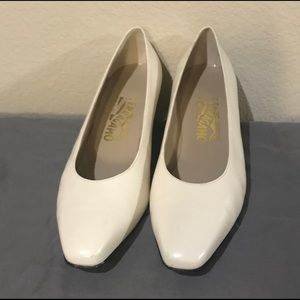 Vintage Salvatore Ferragamo white leather heels